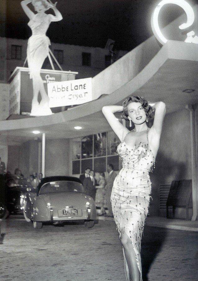Abbe Lane at Ciro's Nightclub in West Hollywood, 1954 : vgb