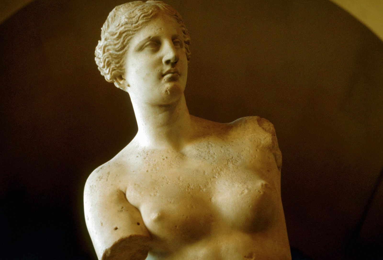 The Mystery of What Venus de Milo Was Once Holding | Smart News ...
