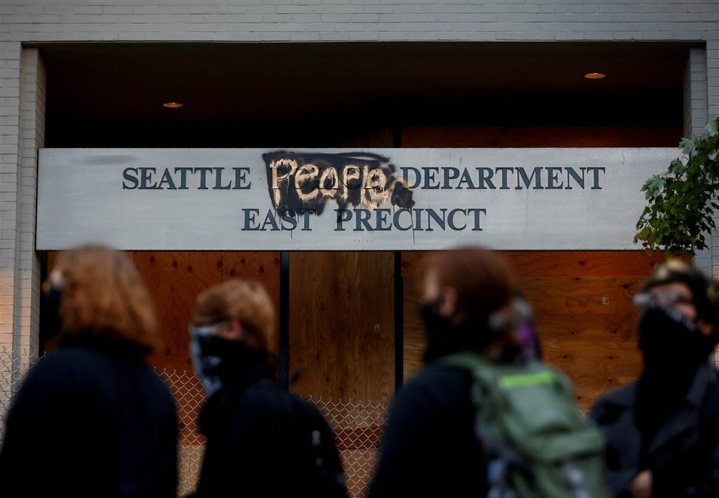 Seattle protesters set up 'autonomous zone' after police evacuate ...