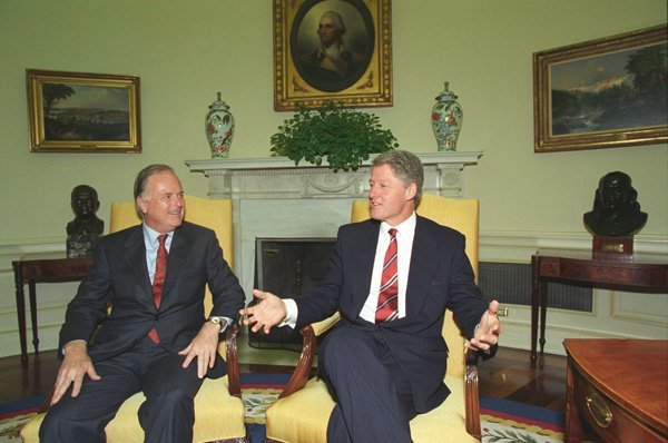 File:Bill Clinton and Richard Riordan.jpg - Wikimedia Commons